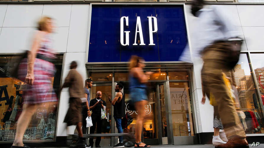 People pass by the GAP clothing retail store in Manhattan, New York, U.S., Aug. 15, 2016.