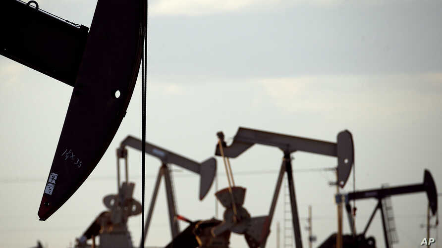 Pumpjacks are seen in a field near Lovington, New Mexico, April 24, 2015. The U.S. Environmental Protection Agency is expected to roll back requirements on detecting and plugging methane leaks at oil and gas facilities.