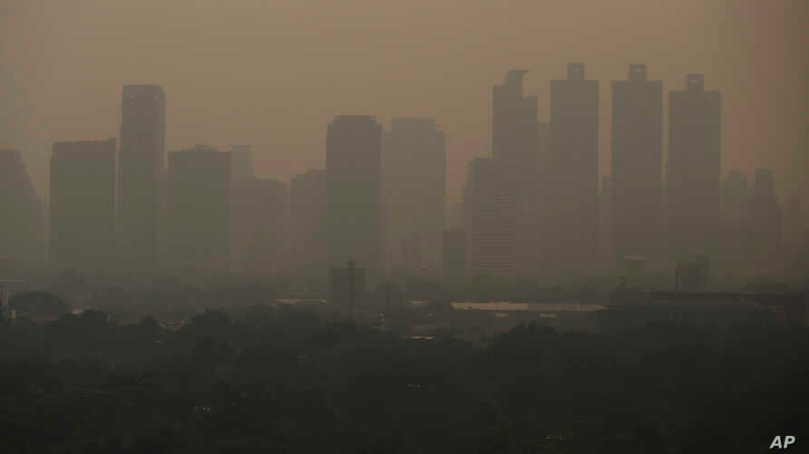 A thick layer of smog covers Lumpini Park in central Bangkok, Thailandy, Sept. 30, 2019.