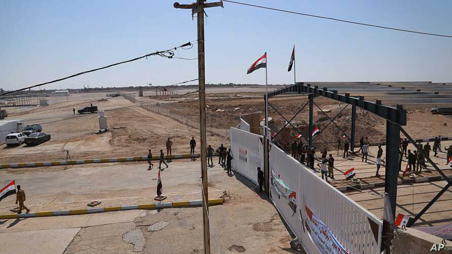 Iraqi and Syrian border guards prepare to open the crossing between the Iraqi town of Al Qaim and Syria's Albukamel in Qaim, Sept. 30, 2019.