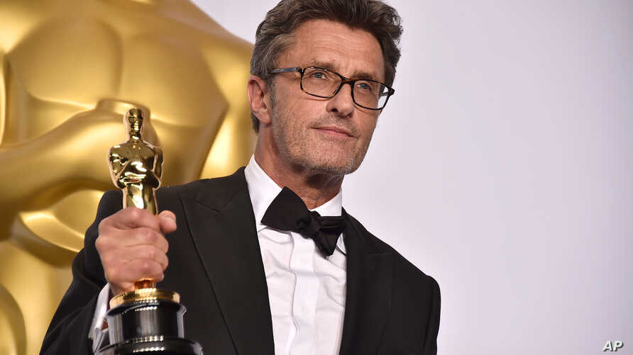 """Pawel Pawlikowski poses in the press room with the award for best foreign language film for """"Ida"""" at the Oscars, Feb. 22, 2015, at the Dolby Theatre in Los Angeles."""