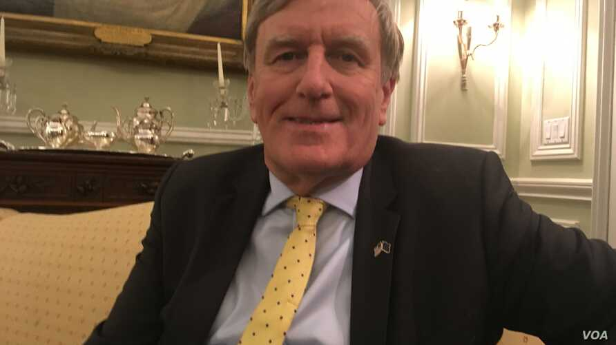 Daniel Mulhall, Ireland's ambassador to the U.S., talked to VOA on Sept. 18, 2019, at the DACOR Bacon House in Washington. (N. Liu/VOA)