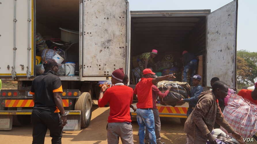 Victims of Xenophobia arrive in Malawi fleeing attacks in South Africa. (VOA/L. Masina)