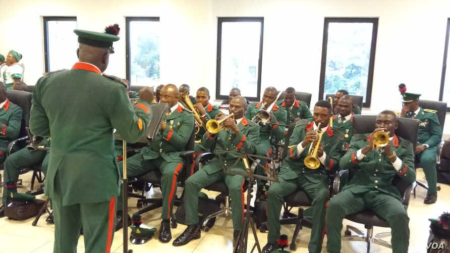 The National Assembly Guards Brigade performed Nigeria's national anthem and the U.N. anthem before the official reopening in Abuja. (Timothy Obiezu/VOA)