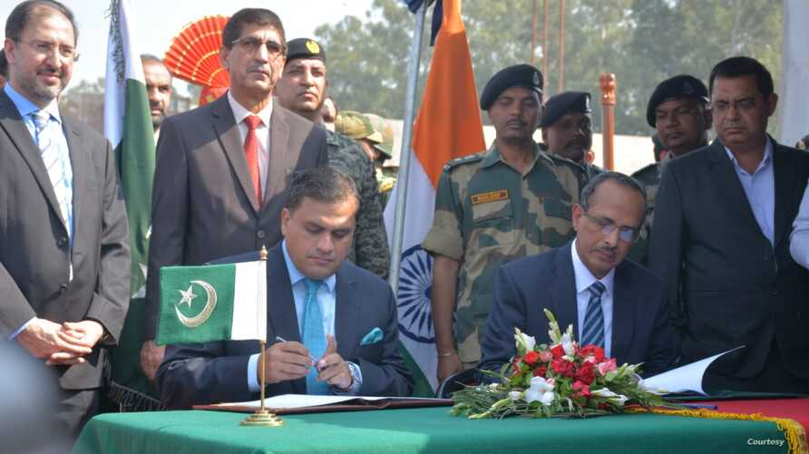 Pakistani and Indian foreign ministry officials signed the border crossing agreement to facilitate Indian Sikh pilgrims in Kartarpur, Pakistan, Oct 24, 2019.