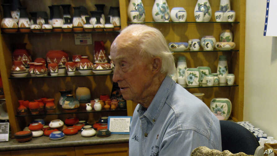 This August 2009 photo shows Nick Clifford, 88, at the Mount Rushmore Gift Shop near Keystone, S.D. Clifford is one of the last…