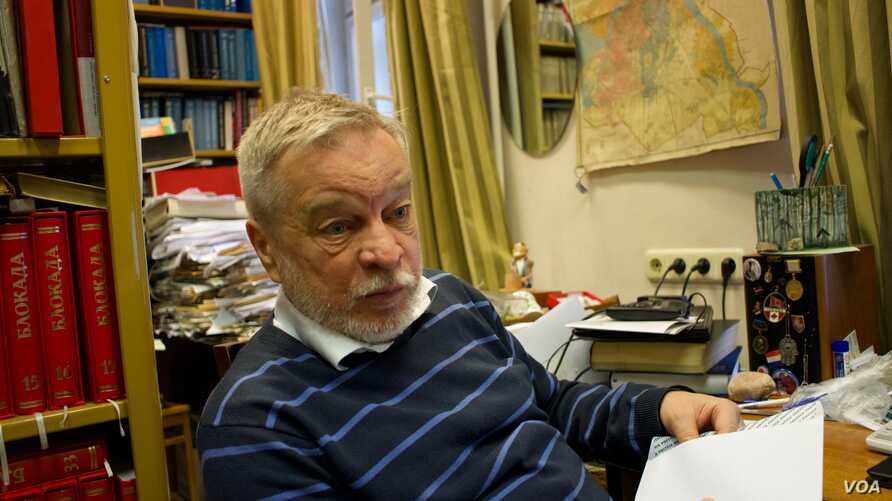 """Anatoly Razumov, director of the St. Petersburg-based Center for the Recovered Names, says all the Gulag historians support Yury Dmitriyev. """"Obviously this case is political,"""" he says. (J. Dettmer/VOA)"""