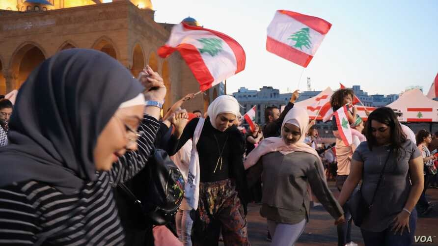 "Every day for more than a month, demonstrators have been in the streets expressing their anger and celebrating what they call their ""revolution"" in Beirut, Lebanon, Nov. 17, 2019. (Heather Murdock/VOA)"