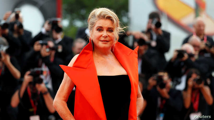 """French actor Catherine Deneuve poses at the red carpet for the movie """"The Truth"""" (La Verite) presented in competition at the…"""