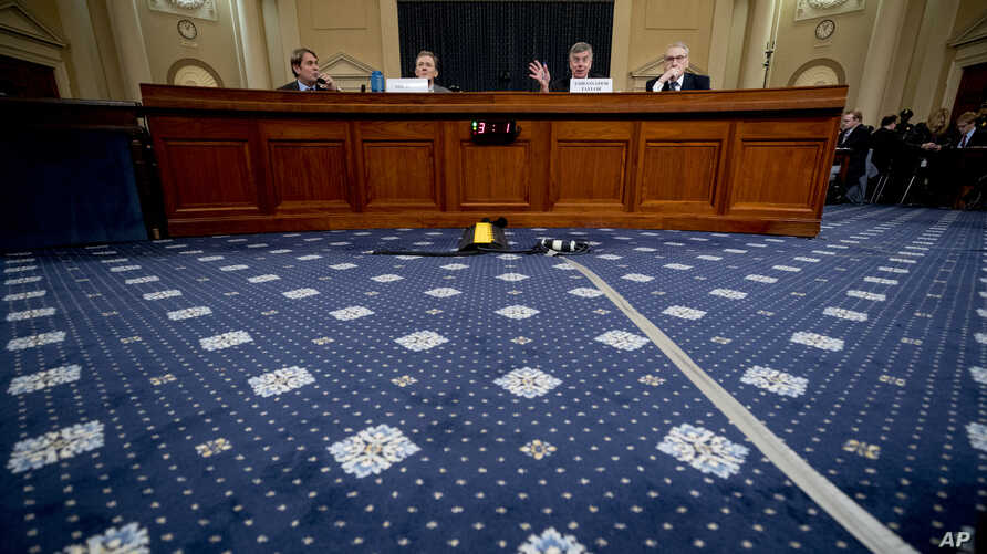 Top U.S. diplomat in Ukraine William Taylor (2nd-R), with career foreign service officer George Kent (2nd-L), testifies in impeachment hearings before the House Intelligence Committee on Capitol Hill in Washington, Nov. 13, 2019.