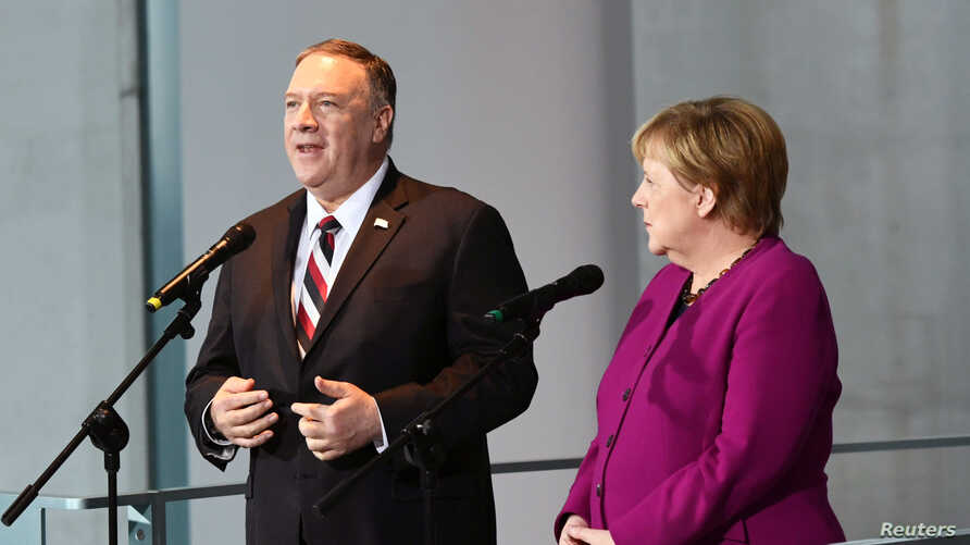 U.S. Secretary of State Mike Pompeo (L) and German Chancellor Angela Merkel hold a joint news conference in Berlin, Germany, Nov. 8, 2019.