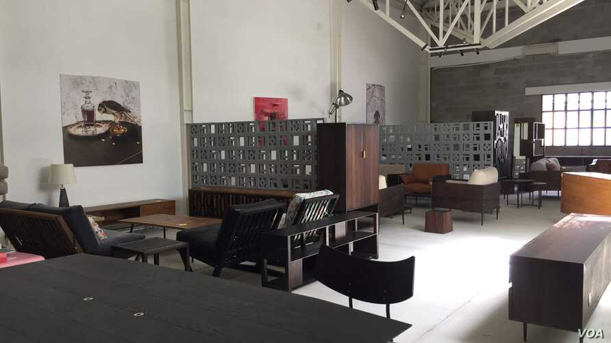 Vietnam is encouraging banks to lend to small businesses, like this furniture store in Ho Chi Minh City. (VOA/Ha Nguyen)
