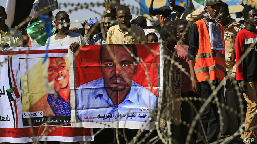 Sudanese protesters rally in front of a court in Omdurman near the capital Khartoum, on December 30, 2019, during the trial of…