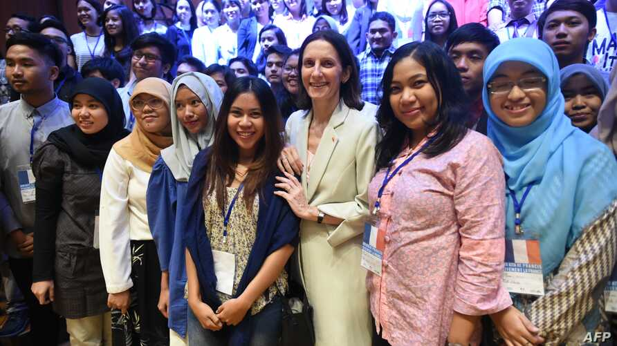 FILE - Then-French ambassador to Indonesia Corinne Breuze (C) poses with Indonesian students leaving for France to further their university education, during an event organized by the French Institute in Jakarta, July 12, 2016.