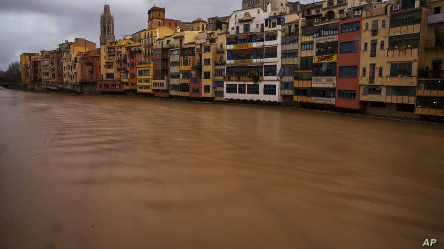 The river Onyar is seen swollen during a storm in Girona, Spain, on Thursday, Jan. 23, 2020. Since Sunday the storm has hit…