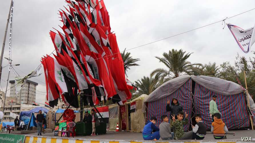 Iraqi flags resembling a tree adorn Tahrir Square, in Baghdad, which has been occupied by protesters for months, on Jan. 21, 2020. (Heather   Murdock/VOA)
