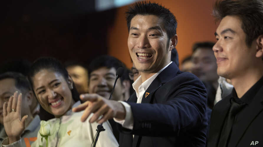 Thailand's Future Forward Party leader Thanathorn Juangroongruangkit, center, talks to reporters during a press conference at the party's headquarters in Bangkok, Jan. 21, 2020.