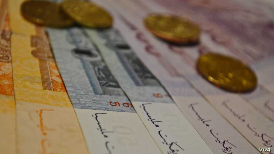 Jawi script is featured on Malaysian bank notes. (Photo: Zsombor Peter / VOA)