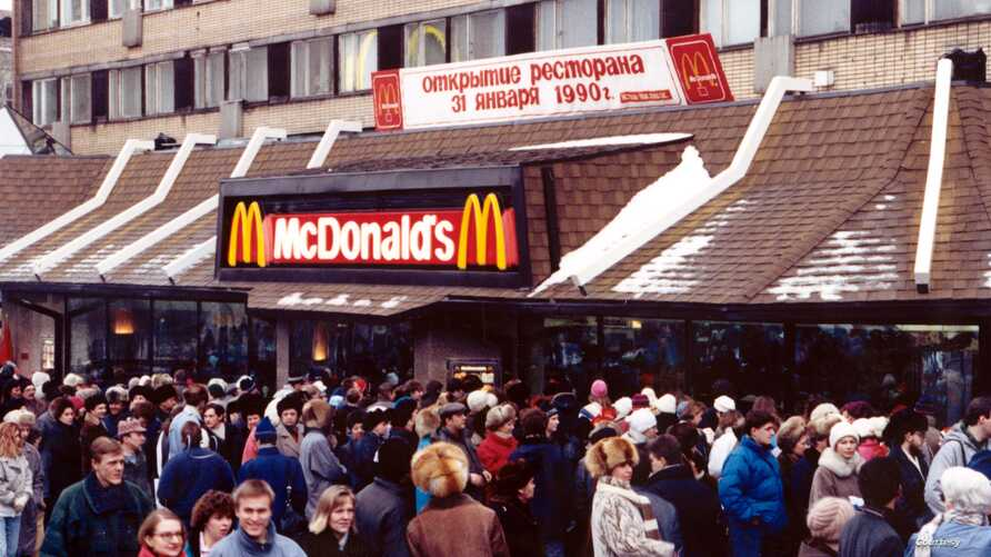 This was the scene on opening day outside the McDonald's restaurant on Moscow's Pushkin Square, Jan. 31, 1990. (McDonald's photo)