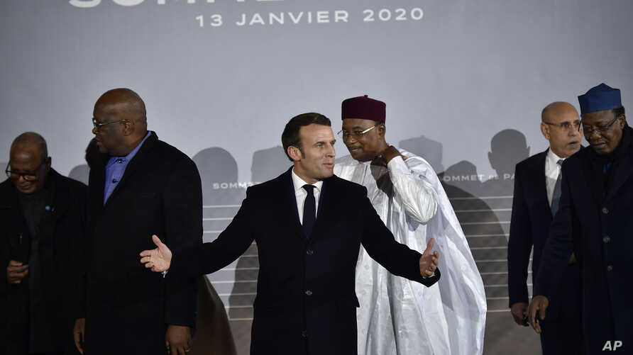 French President Emmanuel Macron, center, poses with G5 African heads of state after the G5 Sahel summit in Pau, southwestern…