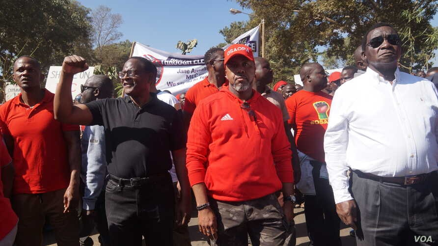 Opposition leaders Chakwera, left, and Chilima, center, take part in post election protests. Media reports are rife that they are now planning to go into alliance. (Lameck Masina/VOA)