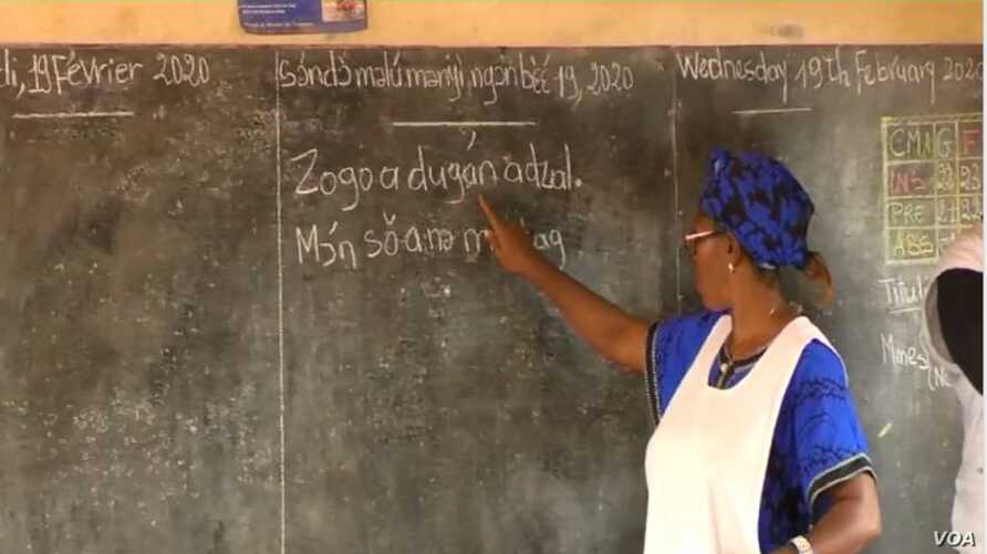 A teacher writes in Ewondo, one of Cameroon's national languages, at a school in Yaounde, Feb. 21, 2020. (Moki Edwin Kindzeka/VOA)