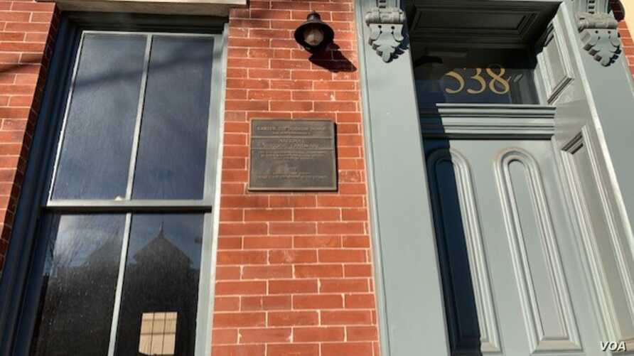 """In 1922, Carter Woodson, purchased the red brick home for $8,000 in the Shaw neighborhood, known as the """"Heart of Black Washington.""""  (Chris Simkins/VOA)"""