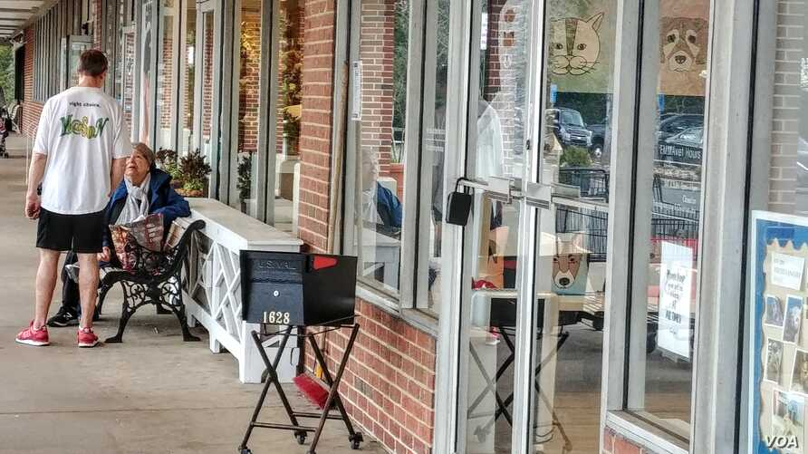 Belle View Shopping Center in Alexandria, Va., with mostly privately owned small businesses. Many stores are closing or have limited their hours because of the coronavirus. (Deborah Block/VOA)