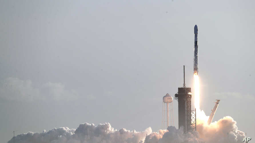A Falcon 9 SpaceX rocket with a payload of approximately 60 satellites for SpaceX's Starlink broadband network lifts off from…