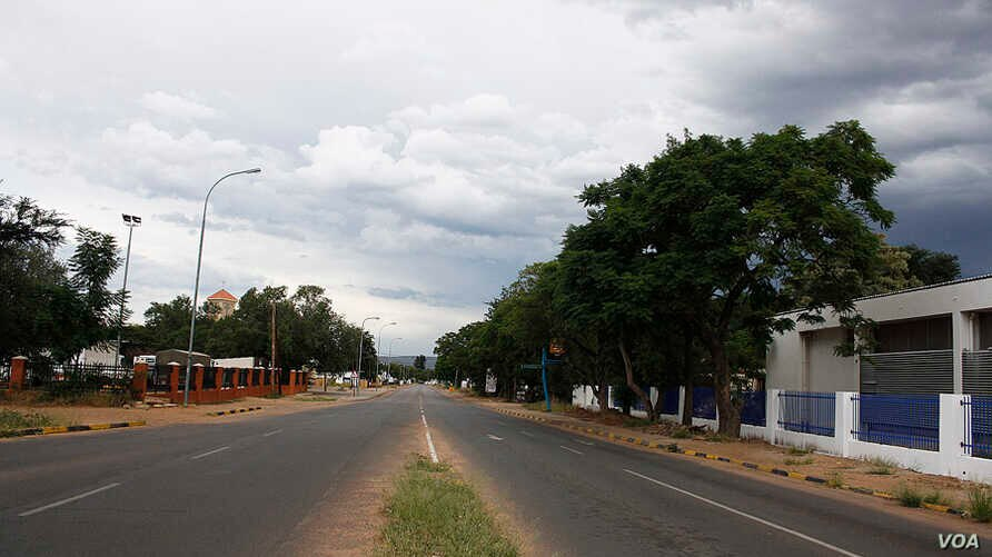 A street is empty during a 28-day lockdown, to help prevent the spread of COVID-19, in Botswana. (Mqondisi Dube/VOA)