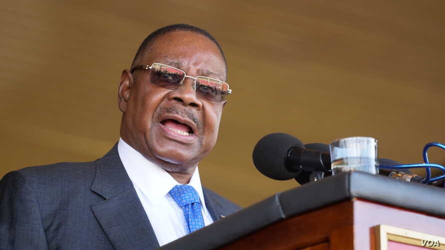 FILE - President Peter Mutharika of Malawi said cash payments aims to support Malawians who normally depend on the markets for their livelihood. (Photo by L. Masina/VOA)