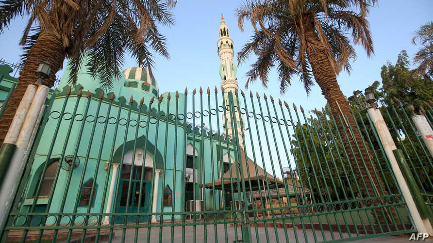 A picture shows a closed mosque in the capital Khartoum during the Muslim holy month of Ramadan on April 25, 2020, amid a…