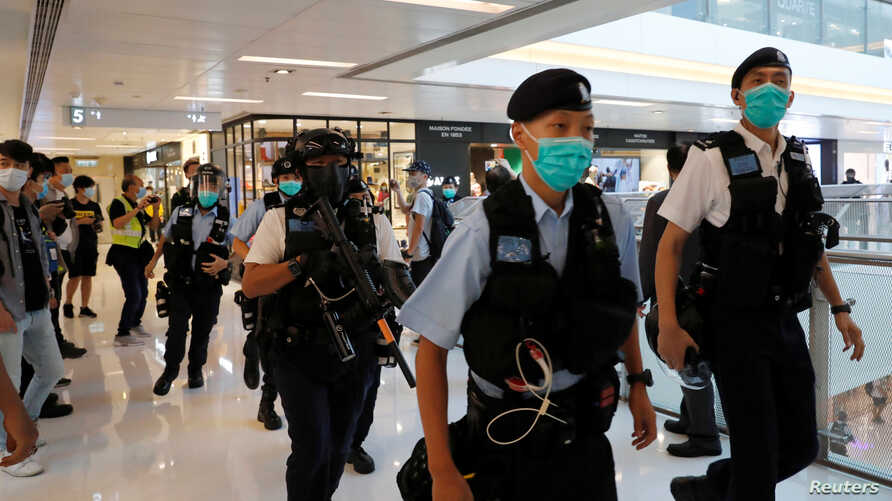 Riot police patrol at a shopping mall during an anti-government protest, in Hong Kong, China May 16, 2020. REUTERS/Tyrone Siu