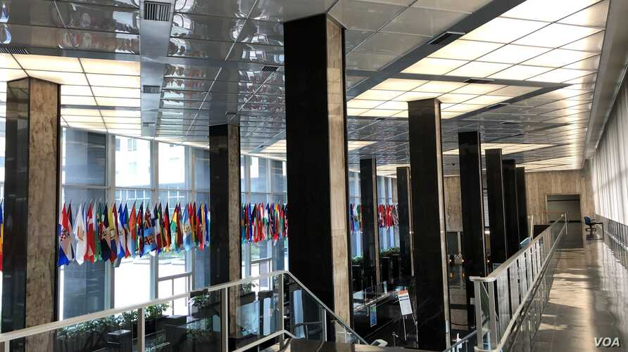 No reporters are in sight at the Mezzanine at the State Department where stands-ups and interviews are usually conducted. It has remained largely empty since the coronavirus outbreak. (Nike Ching/VOA)