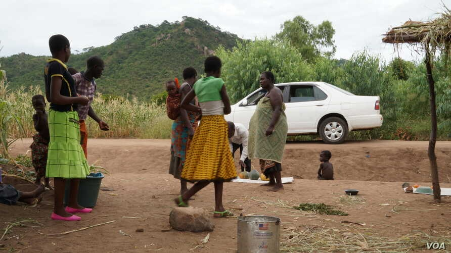 Data show about 70 percent of Malawans live below the poverty line. The UN wants to target primarily them in its COVID-19 mitigation efforts. (Lameck Masina/VOA)