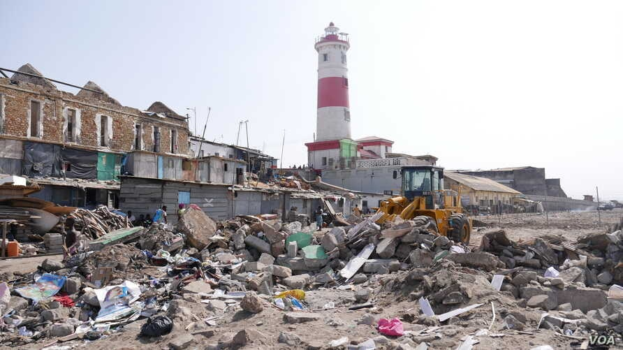 Demolition of  the James Town fishing community in Accra makes way for the construction of a new, Chinese-built fishing harbor, May 27, 2020. (Stacey Knott/VOA)