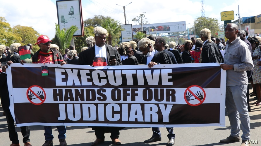 Lawyers demonstrate against what they call government interference in the judiciary, in Blantyre, Malawi, June 17, 2020. (Lameck Masina/VOA)