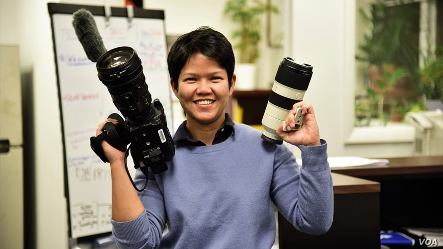 Warangkana Chomchuen is pictured at the VOA Thai office. (Pinitkarn Tulachom/VOA Thai)