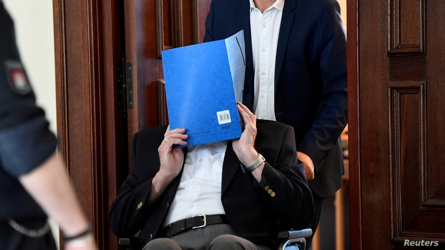 The 93-year-old German Bruno D., accused of being an SS guard involved in killings of thousands of prisoners, many of them…