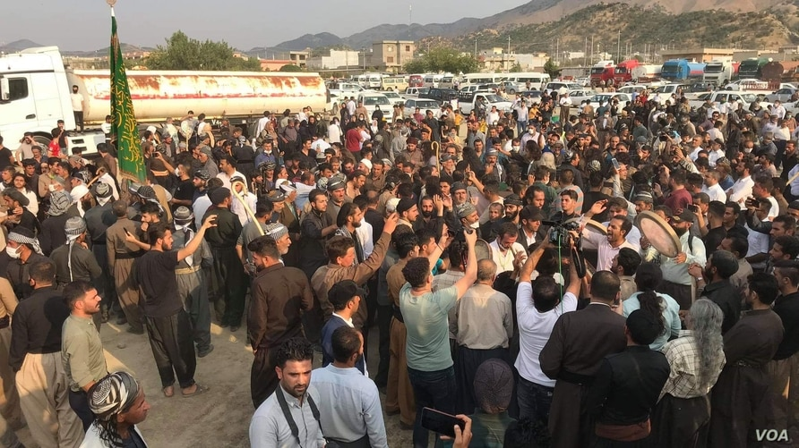 Iranian Kurdish members of the Qadiriyya sect of Sufi Islam gather at the Bashmakh border crossing between Iran and Iraq on July