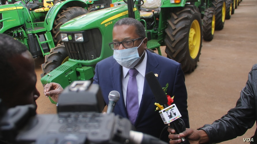 U.S. Ambassador Brian Nichols talks to reporters at an event in Harare, June 26, 2020. (Photo: Columbus Mavhunga/VOA)
