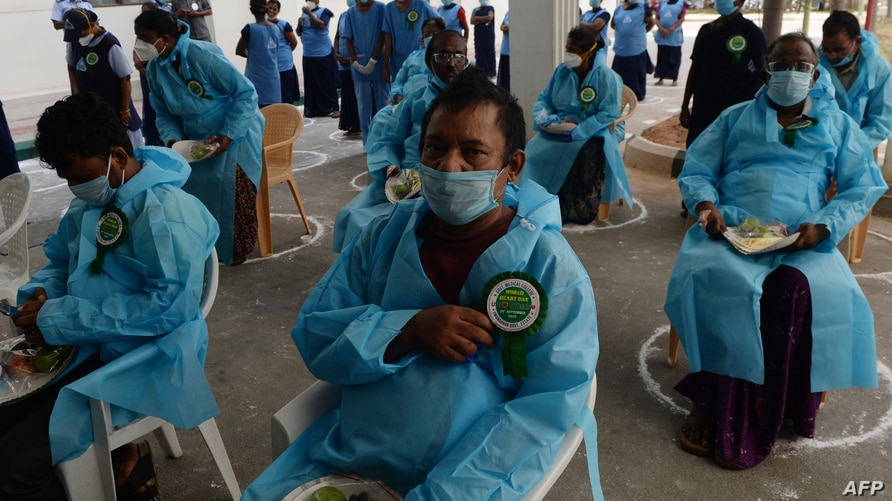 People with heart conditions, who recovered from the Covid-19 coronavirus, prepare to go home during World Heart day…