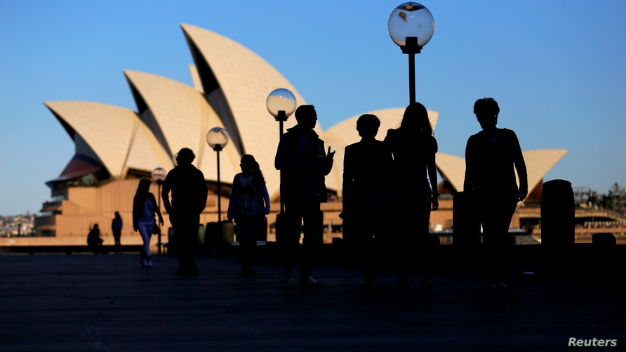 People walk in front of the Sydney Opera House, Australia, November 2, 2016. Picture taken November 2, 2016.     REUTERS/Steven…