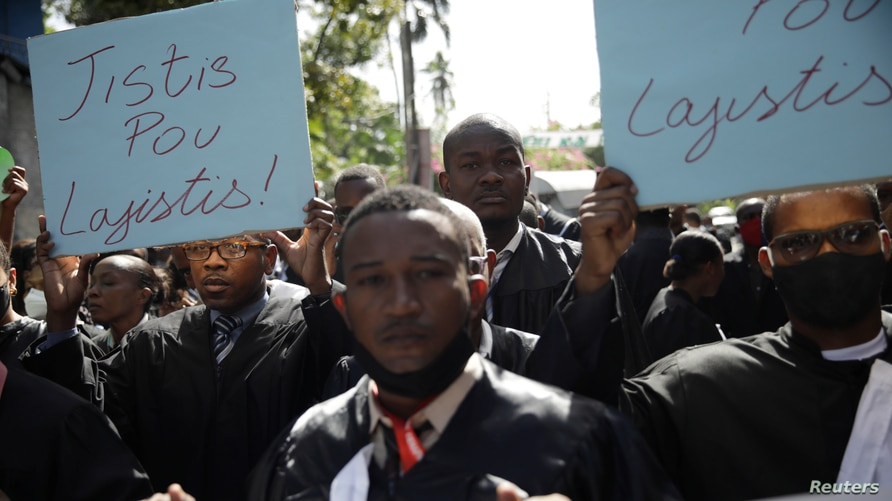 Lawyers attend a march to demand justice after the killing, on August 28, of the lawyer and President of the PAP Bar.