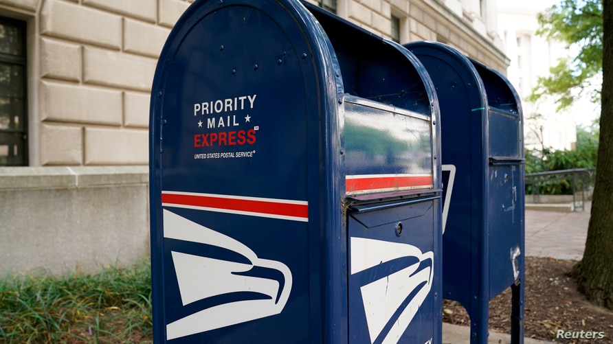 FILE PHOTO: A Priority Mail Express collection bin is seen near the Trump International Hotel in Washington, U.S. August 22,…