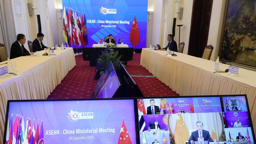Vietnam's Deputy Prime Minister and Foreign Minister Pham Binh Minh chats in a video meeting with Chinese State Councillor Wang…