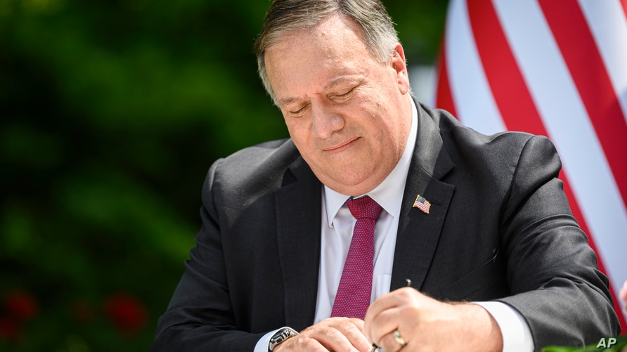 US Secretary of State Mike Pompeo signs an agreement on fifth-generation internet technology with Slovenia's Foreign Minister…