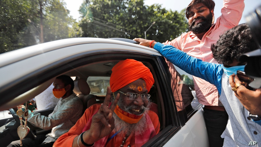 Sakshi Maharaj, an accused in the 1992 attack and demolition of a 16th century mosque, celebrates as he leaves a court in…