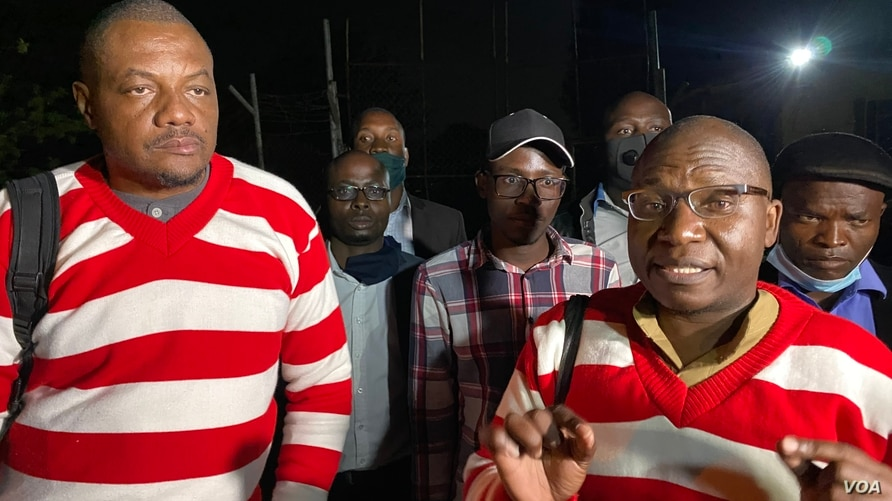 Journalist Hopewell Chin'ono and opposition leader Jacob Ngaruvhume speake to reporters after their release at Chikurubi Maximum Prison in Harare, Zimbabwe, Sept. 2, 2020. (Columbus Mavhunga/VOA)