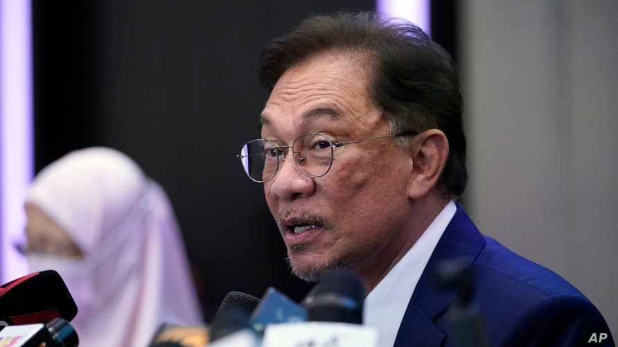 Malaysia's opposition leader Anwar Ibrahim speaks during a press conference in Kuala Lumpur, Sept. 23, 2020.